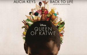 """Alicia Keys lança música para o filme """"Rainha de Katwe"""", com Lupita Nyong'o; ouça"""