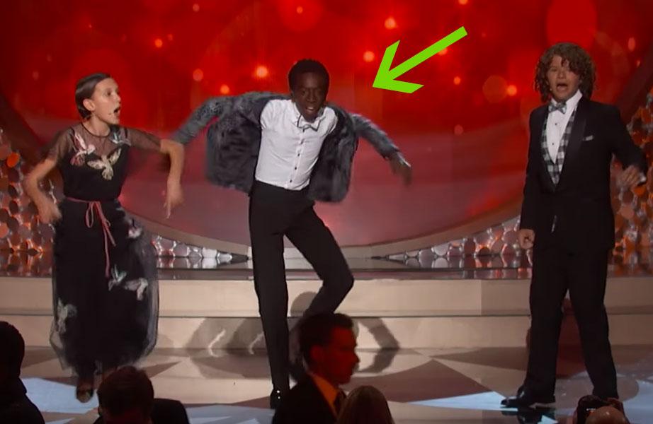 """Você precisa ver o quanto o Caleb de """"Stranger Things"""" é incrível dançando no Emmy!"""