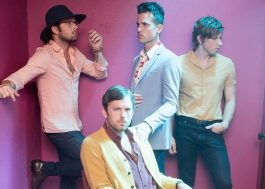 "Kings Of Leon com o indie maravilhoso da faixa ""Around The World"""