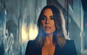 """Mel C lança clipe da música """"Anymore"""" e diz que não vai voltar com as Spice Girls"""