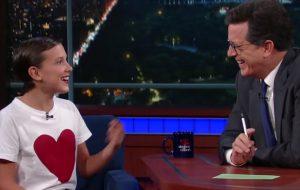 Millie Bobby Brown ensina gírias dos adolescentes para Stephen Colbert