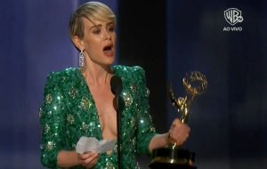 Maravilhosa! Sarah Paulson finalmente vence o Emmy!