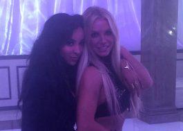 """Britney Spears posta foto em gravação de vídeo e confirma participação de Tinashe em """"Slumber Party"""""""