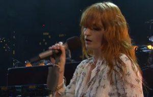 Florence + The Machine faz apresentação incrível de cinco músicas na TV; veja