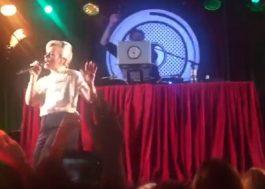 Lily Allen e Mark Ronson apresentam música inédita em evento fechado