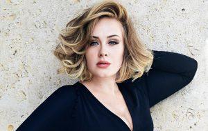 """Adele revela que teve depressão pós-parto: """"Eu me senti muito inadequada"""""""