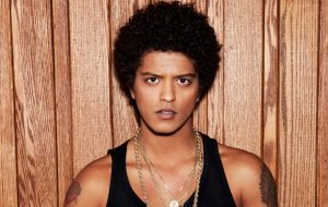 Tem single novo do Bruno Mars chegando nesta sexta!