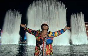 """Bruno Mars lança clipe de """"24K Magic"""" e divulga capa do CD"""