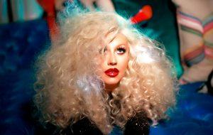 """Christina Aguilera lança clipe de """"Telepathy"""" para comemorar o sucesso da música"""