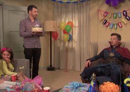 Doutor Estranho tenta animar festa infantil no programa do Jimmy Kimmel