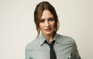 """Emily Mortimer, de """"The Newsroom"""", será versão adulta de Jane Banks em """"Mary Poppins Returns"""""""