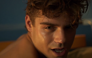 """""""King Cobra"""": 10 gifs para babar no filme sobre pornô gay"""