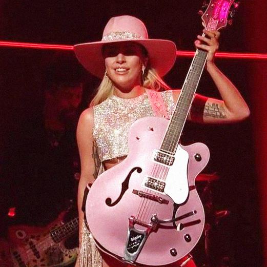 """Lady Gaga arrasando com """"A-YO"""""""