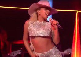 """Lady Gaga faz apresentação dançante de """"A-YO"""" com Mark Ronson no SNL"""