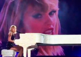 "Taylor Swift canta ""This is What You Came For"" no único show dela em 2016"