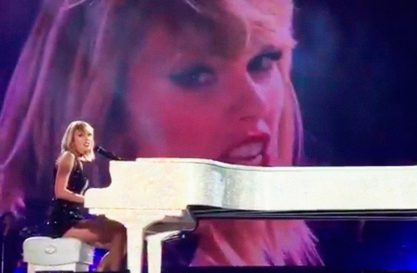 "Taylor canta ""This is What You Came For"""