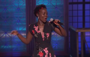 "Lupita Nyong'o linda dublando ""Bailando"", do Enrique Iglesias, em prévia do ""Lip Sync Battle"""