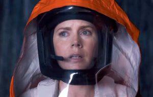 """Amy Adams se prepara para encarar alienígenas em cena do sci-fi """"A Chegada"""""""