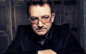 Bono Vox é o primeiro homem a entrar na lista de mulheres do ano da Glamour (oi??)