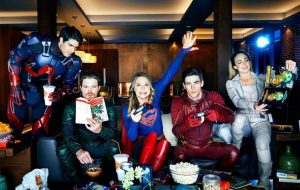 "Veja vídeo do crossover entre ""Arrow"", ""Flash"", ""Supergirl"" e ""Legends of Tomorrow"""
