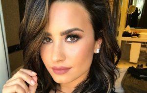 """Demi Lovato fala sobre bipolaridade: """"Sou prova viva de que é possível viver bem"""""""