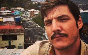 """Pedro Pascal avisando que a terceira temporada de """"Narcos"""" já começou a ser filmada!"""