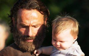 """Andrew Lincoln, de """"The Walking Dead"""", comenta revelação de Rick no último episódio"""
