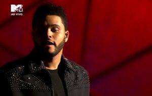 """Nossa! The Weeknd faz uma apresentação linda de """"Starboy"""" no EMA 2016"""