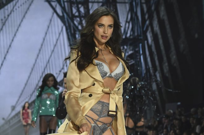 PARIS, FRANCE - NOVEMBER 30:  Irina Shayk walks the runway at the Victoria's Secret Fashion Show on November 30, 2016 in Paris, France.  (Photo by Pascal Le Segretain/Getty Images for Victoria's Secret)