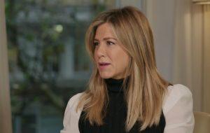 """Jennifer Aniston critica visão da sociedade sobre mulheres: """"Se não temos um filho ou marido, então somos inúteis"""""""