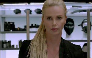"""Charlize Theron sobre estrelar 007: """"Sou velha pra isso"""""""