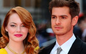 Andrew Garfield diz que ama Emma Stone ao falar que a levaria numa ilha deserta! Awn!