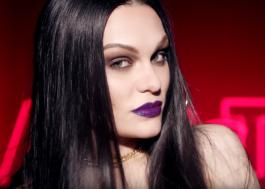 Jessie J lança clipe para campanha de maquiagem arrasando em vários visuais