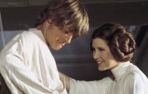 """Mark Hamill, Lupita Nyong'o e mais atores de """"Star Wars"""" prestam homenagem à Carrie Fisher"""