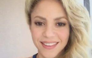 Shakira esteve rapidinho aqui no Brasil e comemorou indicação ao Grammy!