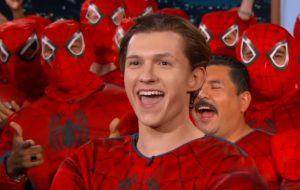 """Tom Holland queima roteiro de """"Vingadores: Guerra Infinita"""" para proteger segredos da Marvel"""