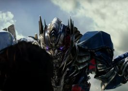 "Anthony Hopkins narra trailer de ""Transformers: O Último Cavaleiro"""