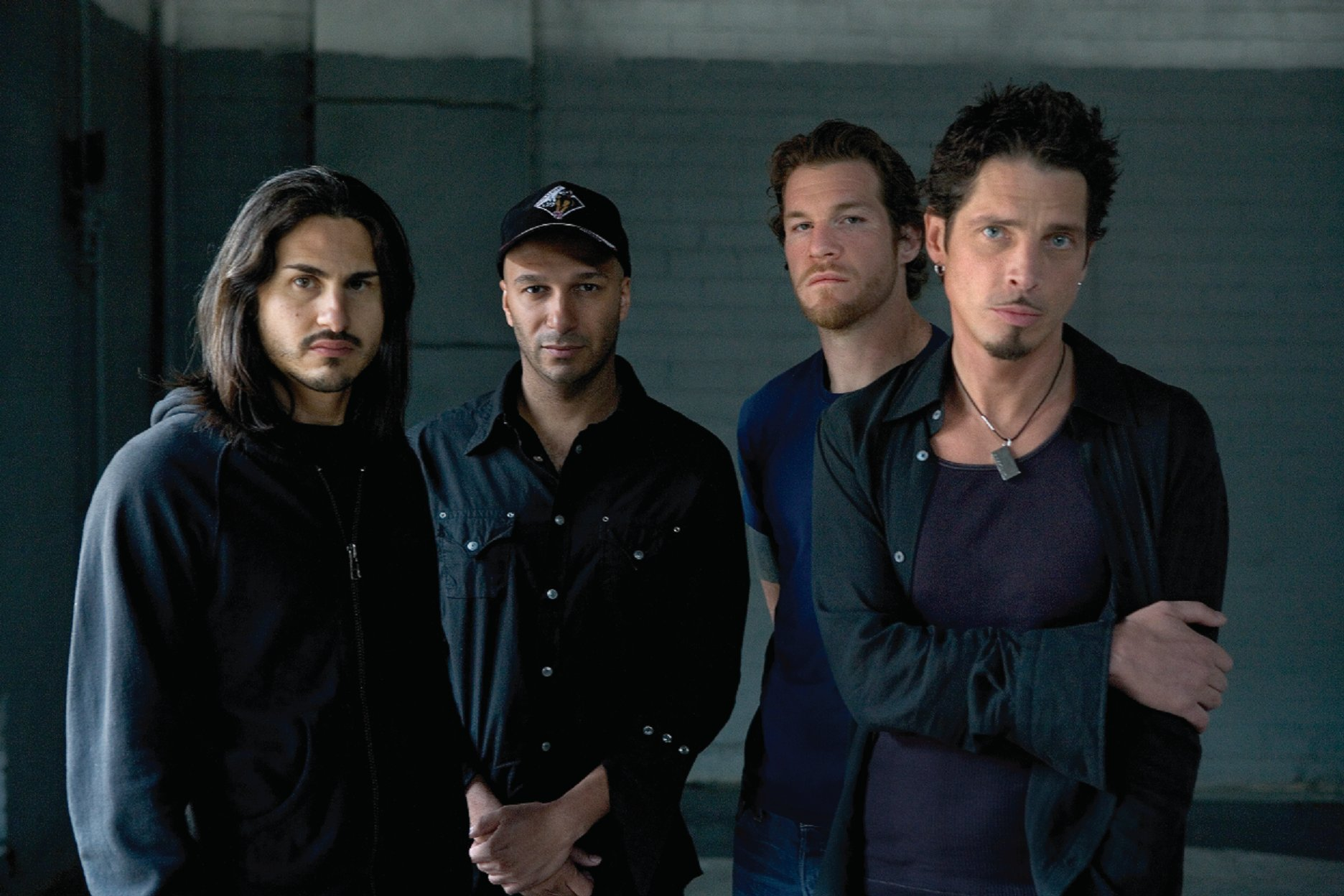 Audioslave-UMG-Ethan-A.-Russell-2005