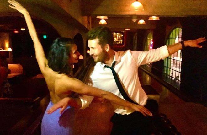 """df32984b9 Nina Dobrev celebra aniversário em festa temática de """"La La Land"""""""