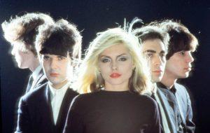 "Blondie anuncia álbum novo e já tem single; vem ouvir ""Fun"""