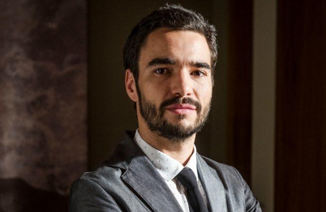 José Pedro ( Caio Blat )