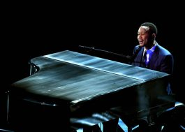 """John Legend canta músicas de """"La La Land"""" em apresentação emocionante no Oscar"""