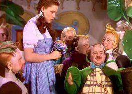 """Judy Garland foi molestada por anões de """"O Mágico de Oz"""", diz livro de ex-marido da atriz"""