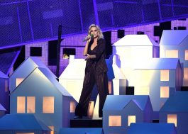 "Katy Perry traz ""Chained to the Rhythm"" ao palco do BRIT Awards 2017"