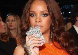 Rihanna e seu cantil roubaram a cena na plateia do Grammy :P