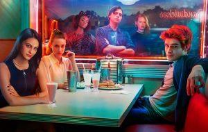 """Teen Choice Awards: """"Riverdale"""" arrasa na premiação! Veja lista dos vencedores"""