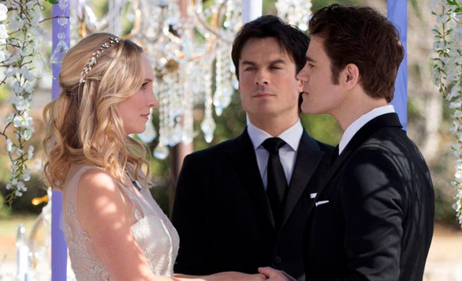 """Stefan e Caroline se casam em imagens do penúltimo episódio de """"The Vampire Diaries"""""""