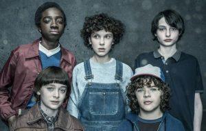 """""""Stranger Things"""": Novas fotos são reveladas junto com detalhes da segunda temporada!"""