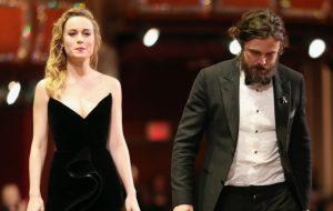 "Brie Larson sobre não ter aplaudido Casey Affleck no Oscar: ""O ato falou por si mesmo"""