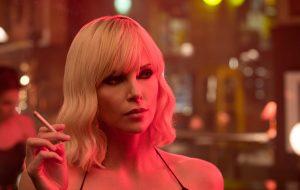 """Charlize Theron é uma espiã perigosíssima no 1º trailer de """"Atômica"""""""
